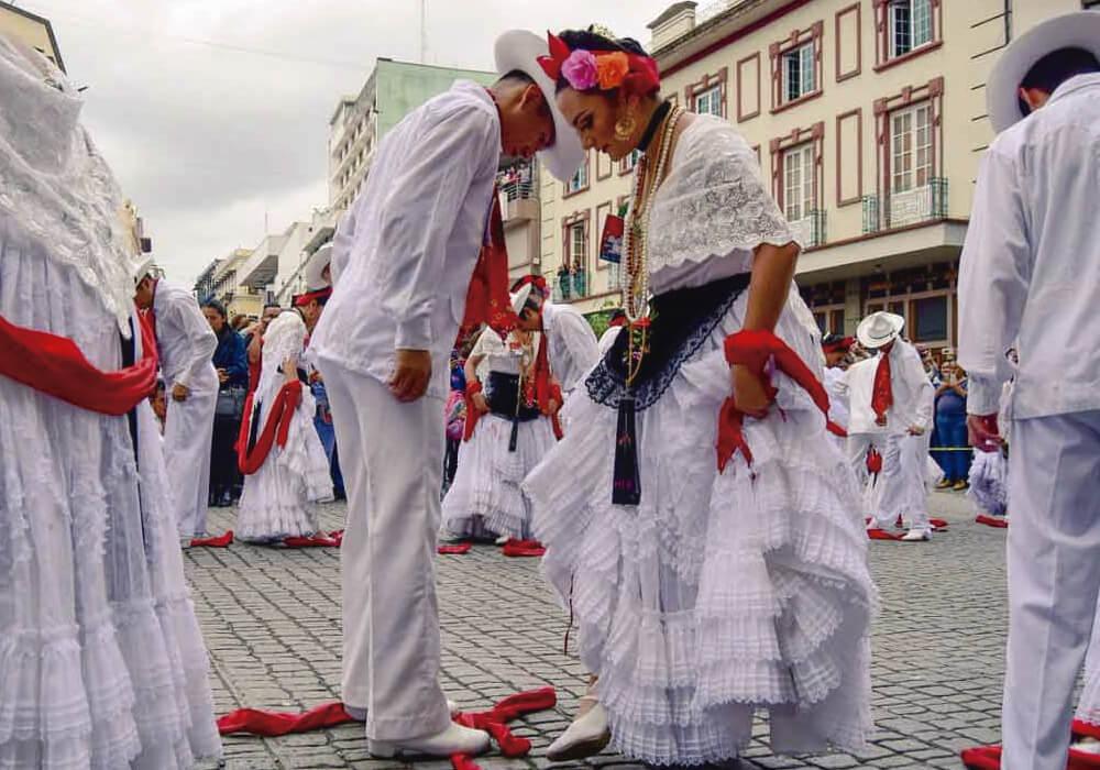 Bailes típicos de la región.