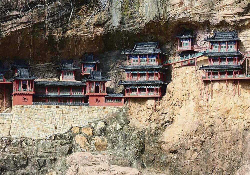 Este Templo también conocido como Xuankong esta construido a 75 metros de altura cerca del Monte Heng.