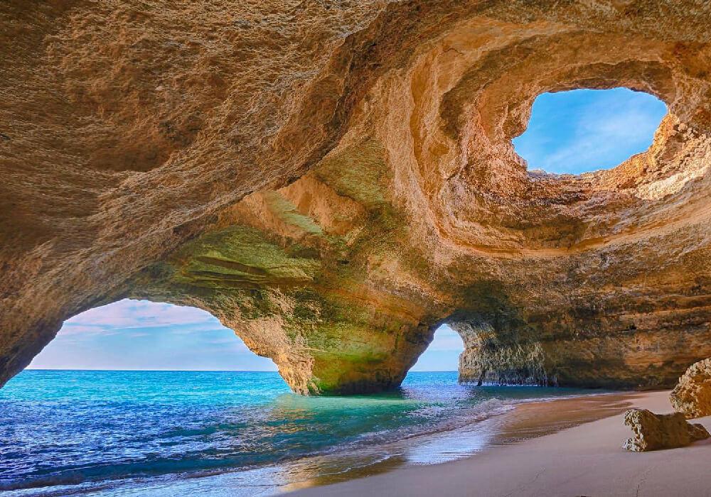 Lugar conocido por sus Playas Meridionales y sus centros turísticos de golf.