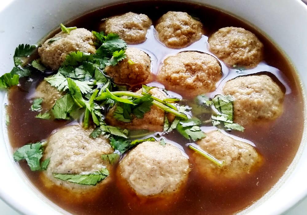 El principal indrediente es la carne, pero pueden estar rellenas de diversos ingredientes.