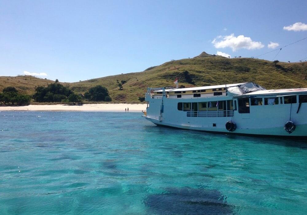 Estos navíos están listos para recorrer las aguas de las hermosas Islas que recorren Indonesia.