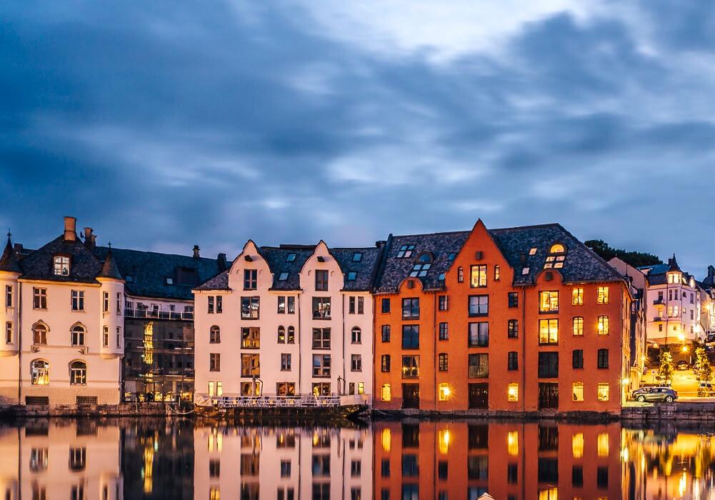 Este lado de Noruega tiene como principal arquitectura el art Nouveau.