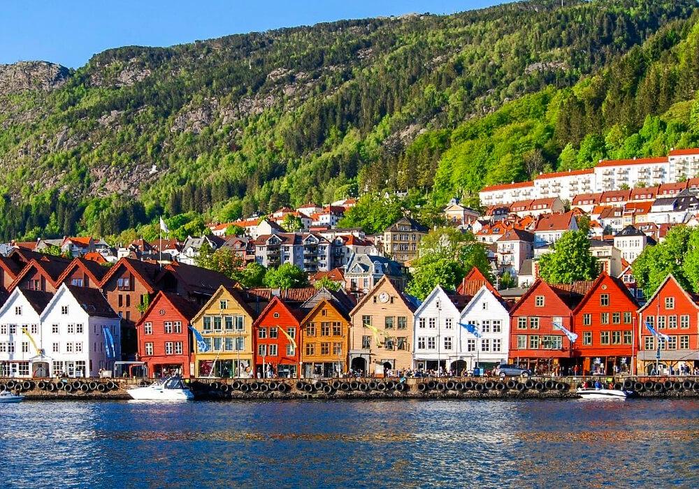 Este es un barrio portuario, dónde las casas de madera coloridas le dan un gran reconocimiento a este lugar.