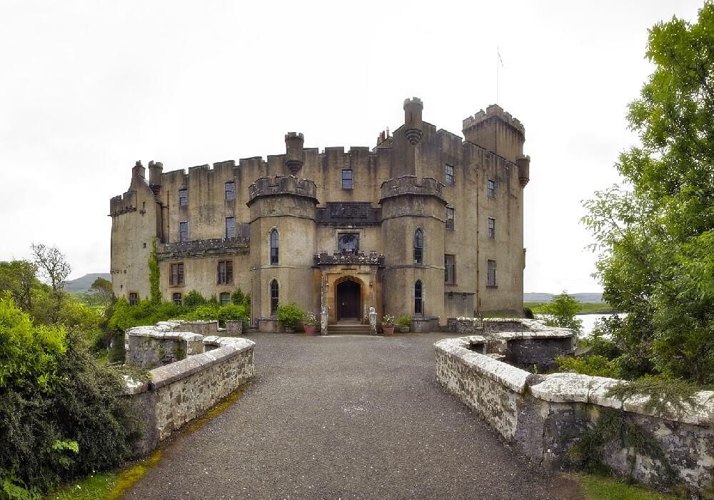 Este Castillo en el siglo XIX fue remodelado con un estilo medieval.