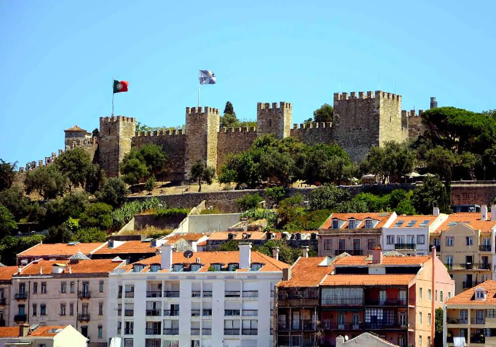 Estas son las ruinas de un castillo en la colina de San Jorge.