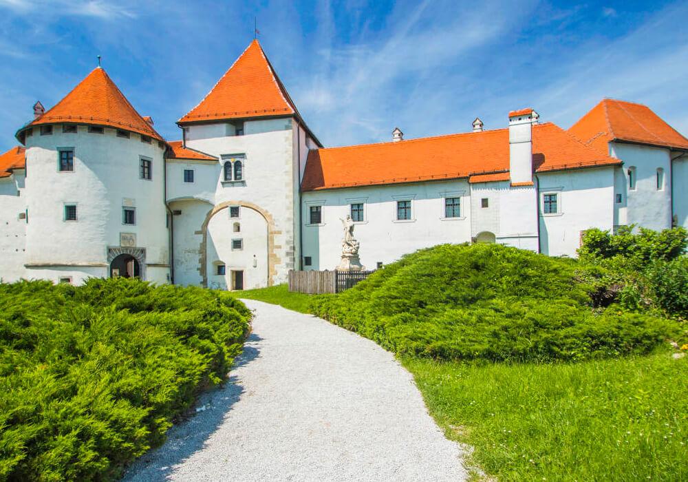 El castillo de cuento de Hadas en Croacia.