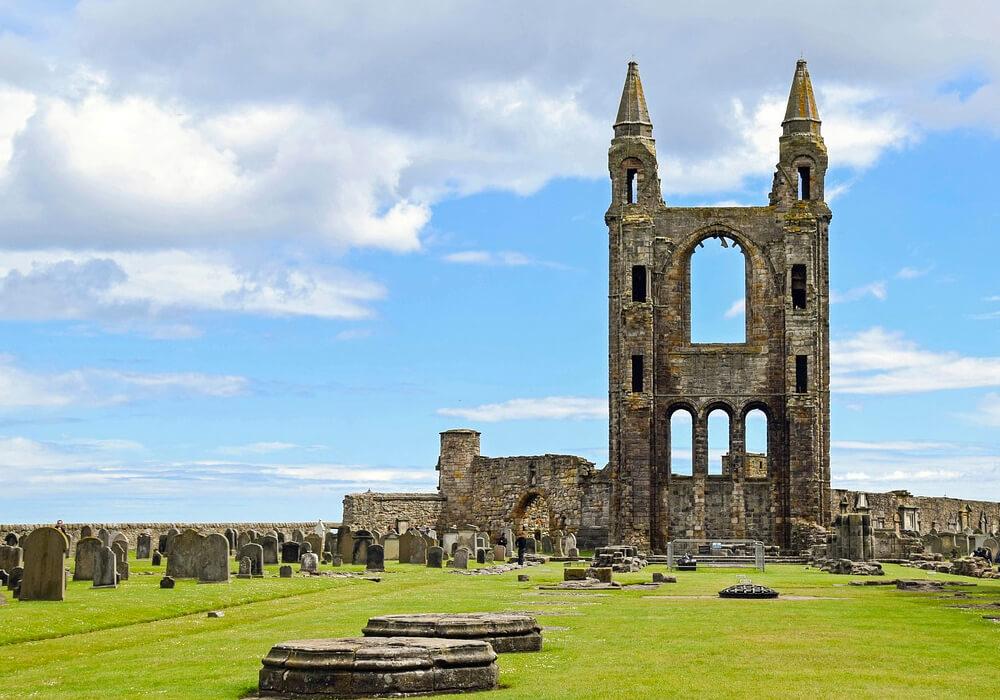 Son las Ruinas de lo que algún día fue la Catedral más grande de toda Esocia.