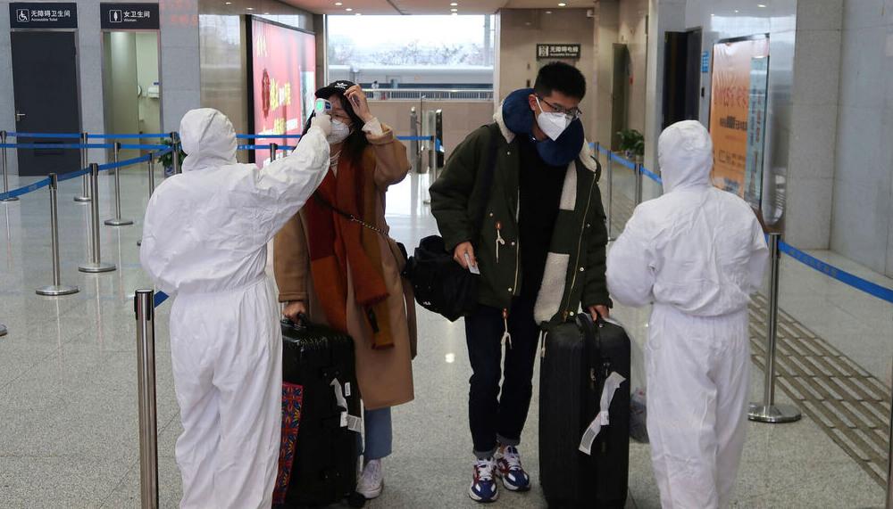 Monitoreando la temperatura de los pasajeros.