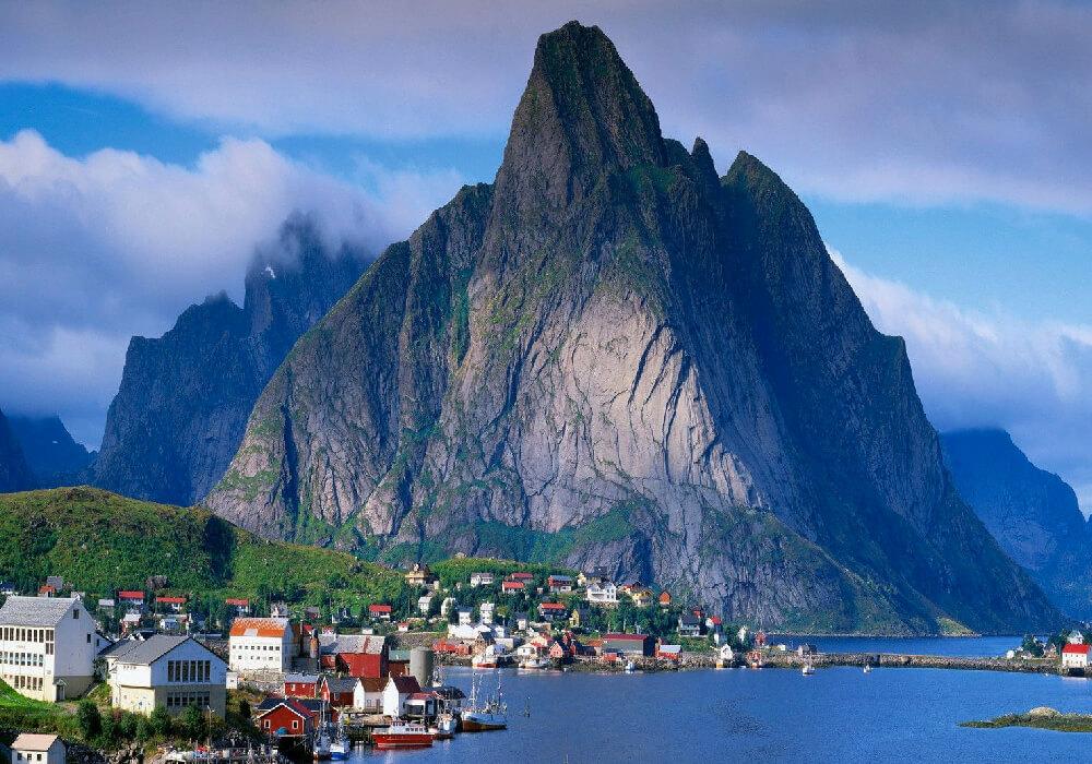 Este es el fiordo más grande de Noruega, y el segundo más grande del mundo.
