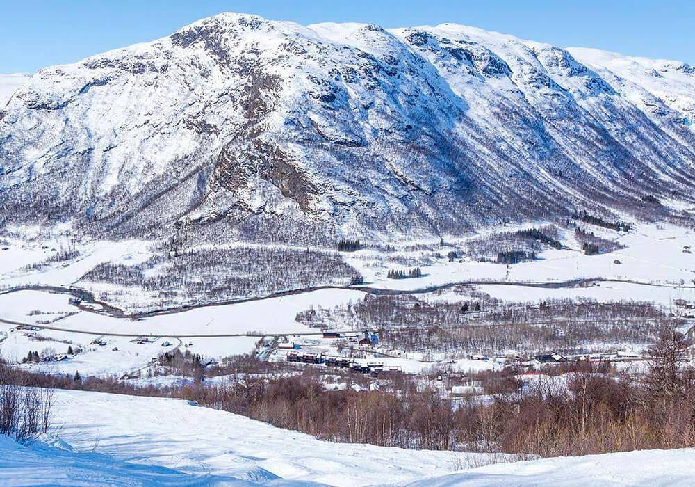 En este municipio puedes practicar esquí en sus parques de nieve.