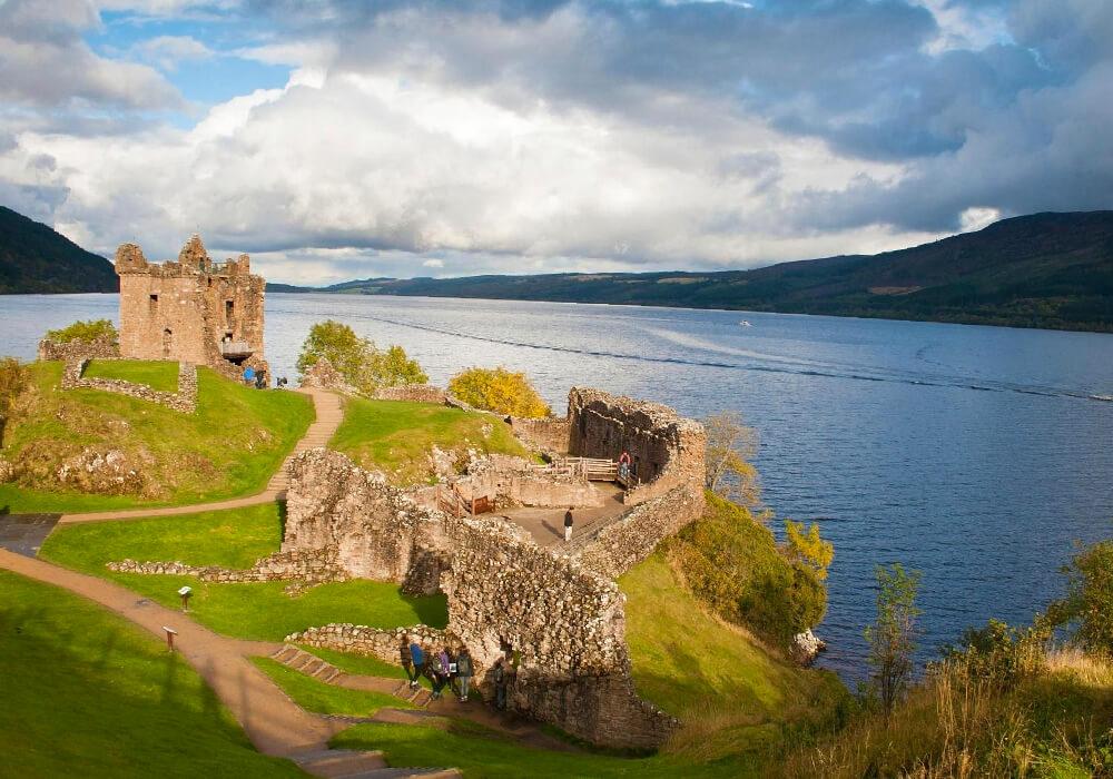 Lago famoso e importante ubicado en las Tierras Altas de Escocia.