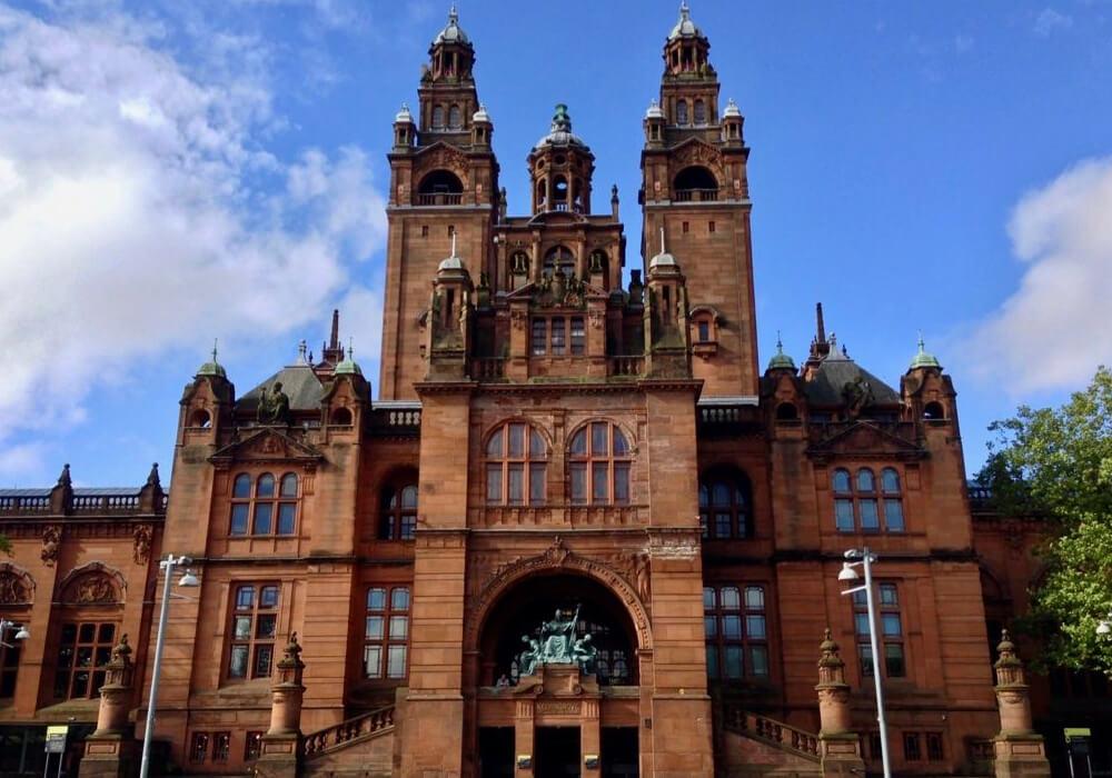 Museo y Galería de Arte que cuenta con una de las mayores colecciones de arte cívico de Europa.