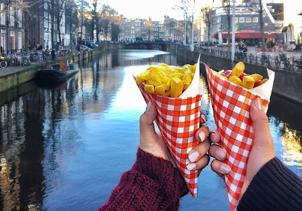 Prueba las deliciosas papas a la francesa y otros snacks de este hermoso lugar.