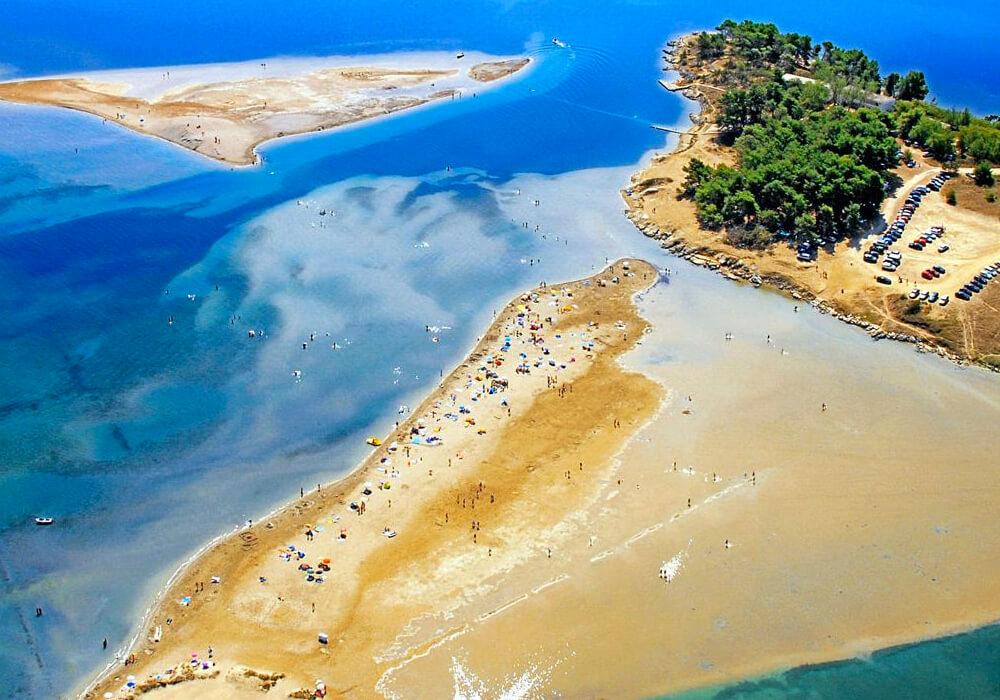 Es la playa de arena más larga de Croacia.