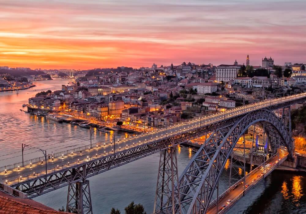 Este puente une Oporto con Vila Nova de Gaia.