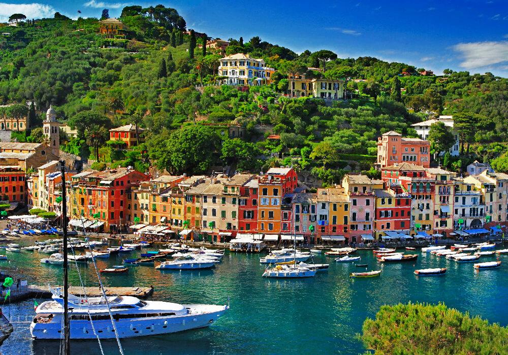 Ciudad Costera, frente al Golfo de Nápoles.