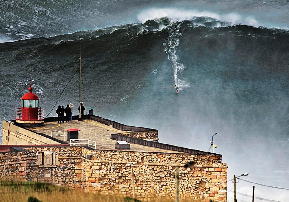 En este lugar surfistas de todo el mundo llegan en busca de la ola más grande en su vida.