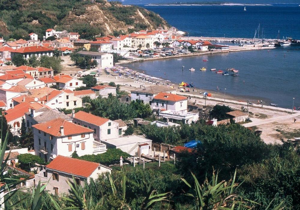 Se encuentra ubicada en la costa norte del Adriático de Croacia.