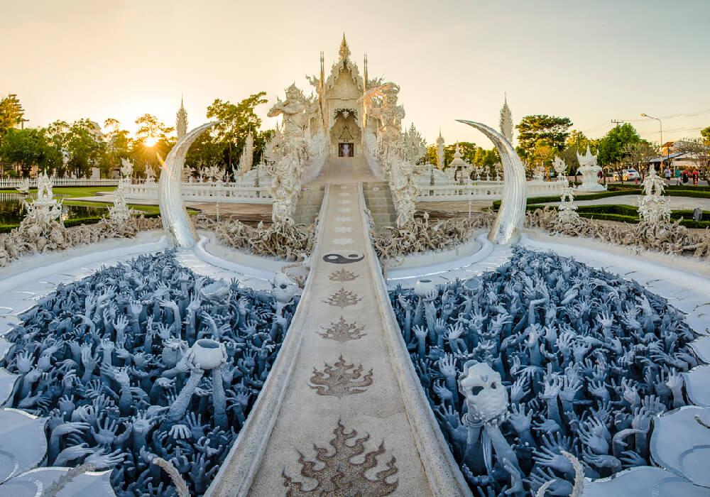 Este templo es budista e hinduista, su construcción comenzó en el año 1997.