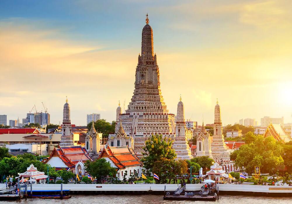 Este es un famoso templo budista en la ciudad de Bangkok.