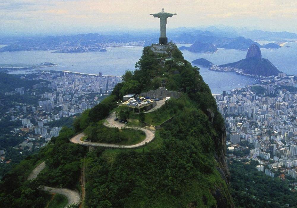 En este cerro encontrarás al famoso Cristo Redentor.