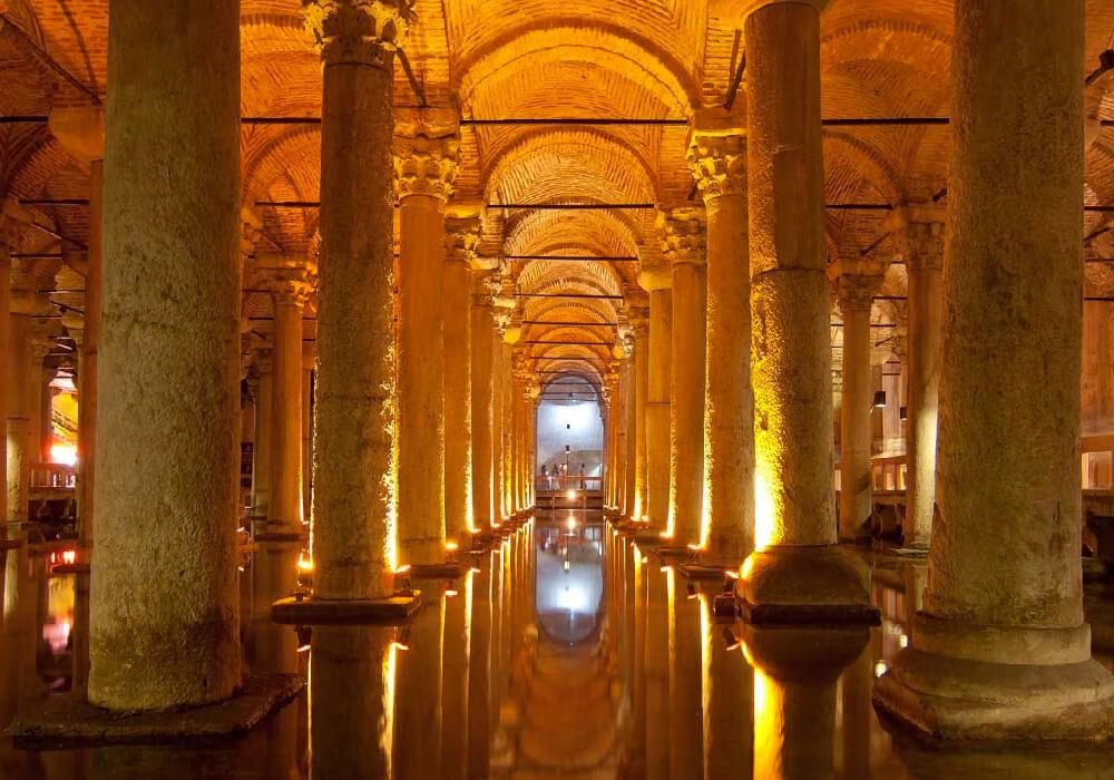 Es la cisterna más grande de las 60 que se construyeron en Estambul. (época bizantina)