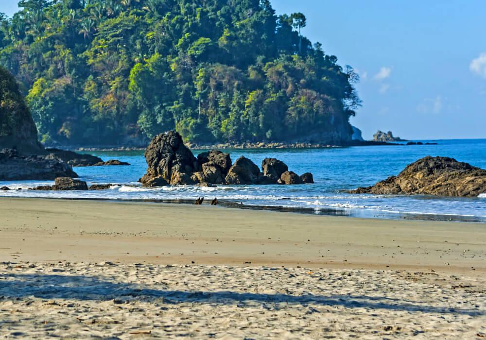 Este país está lleno de bosques tropicales y de Costas en el Caribe rico en biodiversidad.