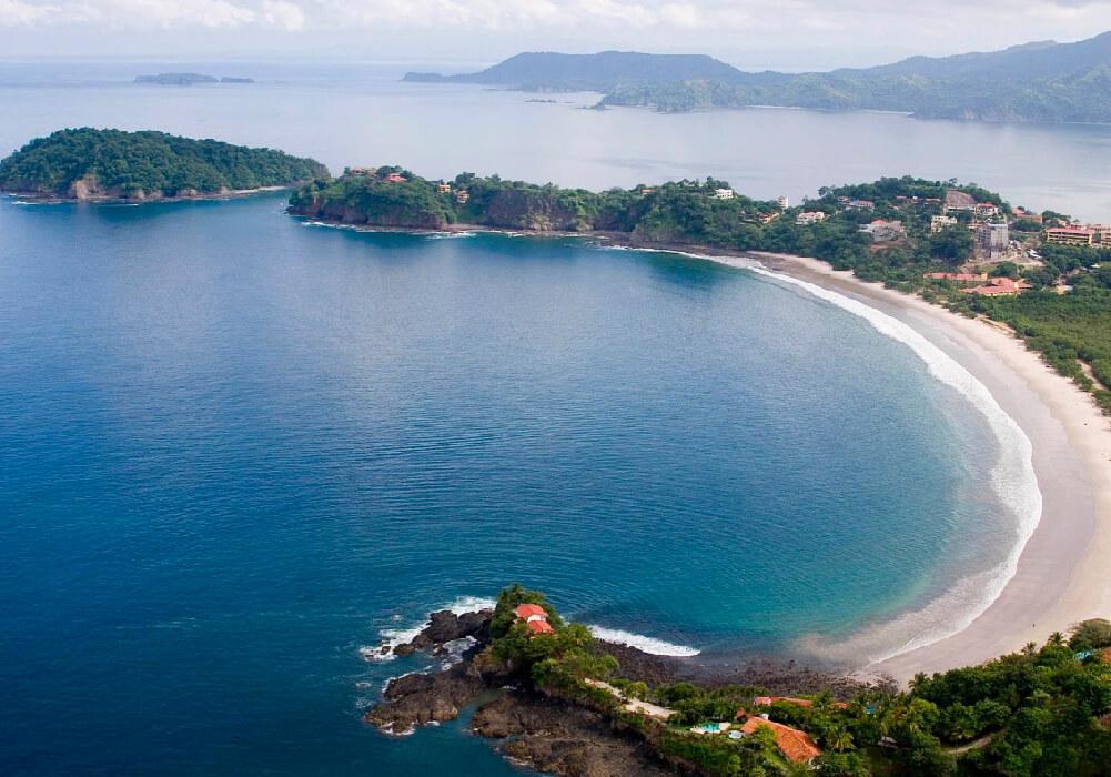 Una de las playas mas famosas de Costa Rica por su arena blanca y fina y por supuesto aguas cristalinas.