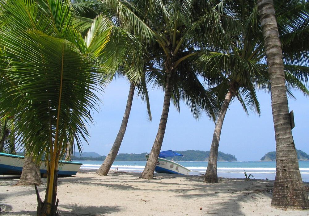 Esta playa tiene oleaje moderado y un ambiente sumamente agradable que es ideal para un buen descanso.