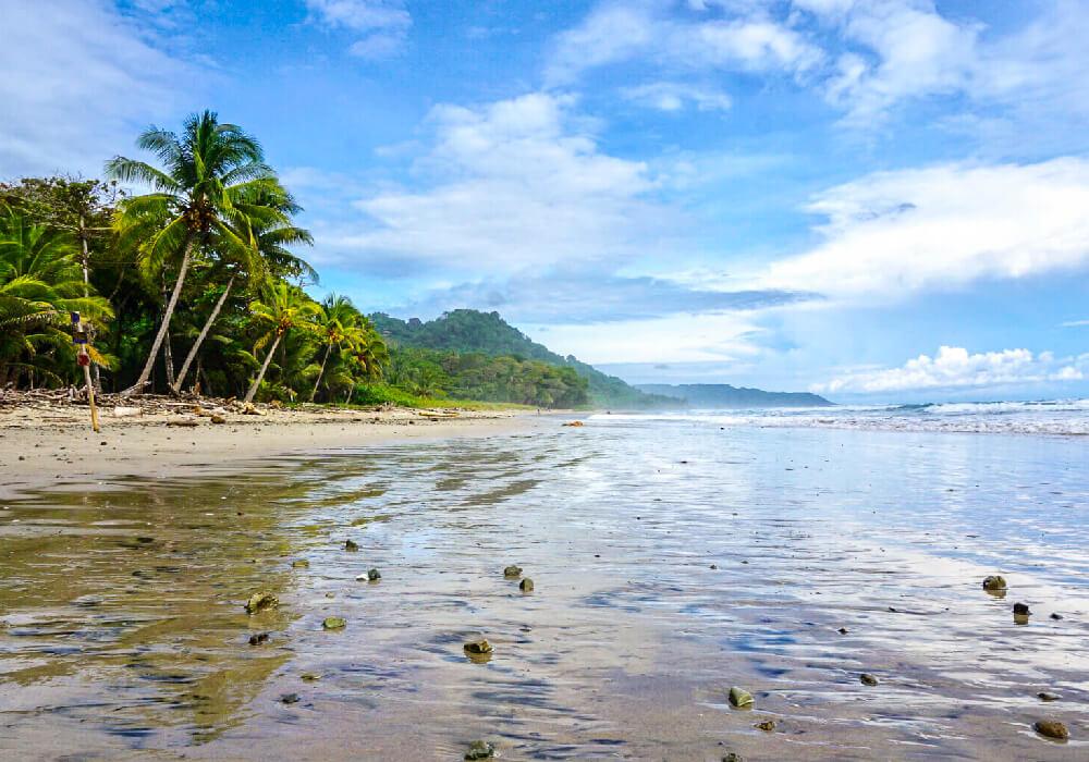 Este pequeño pueblo es bello como toda Costa Rica no te pierdas de la hermosa playa.