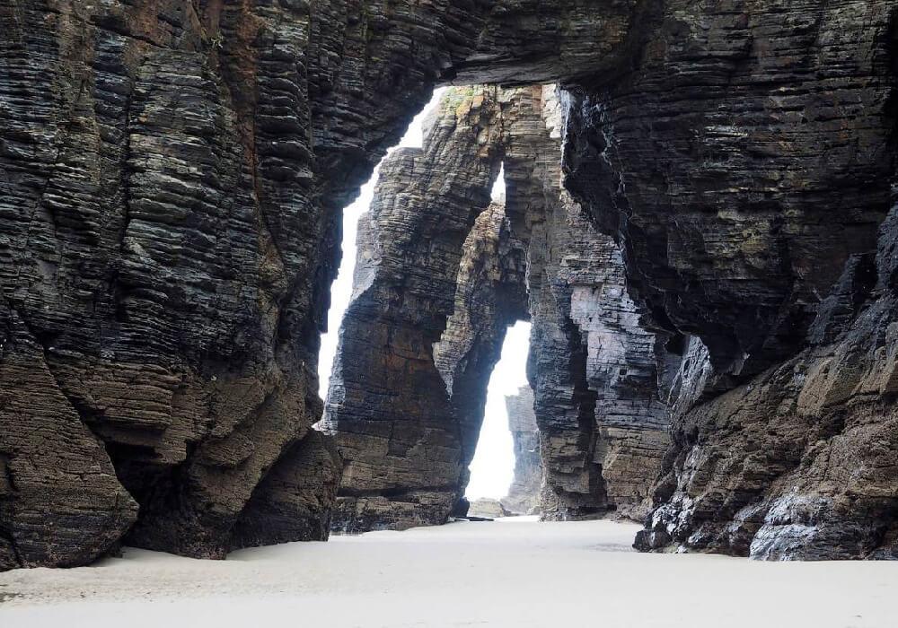Ubicada en la Mariña Lucense, una playa de suma belleza, declarada monumento natural.