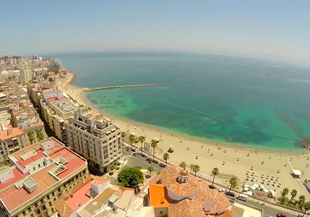 Ésta es sin lugar a dudas la playa más concurrida de Ceuta.