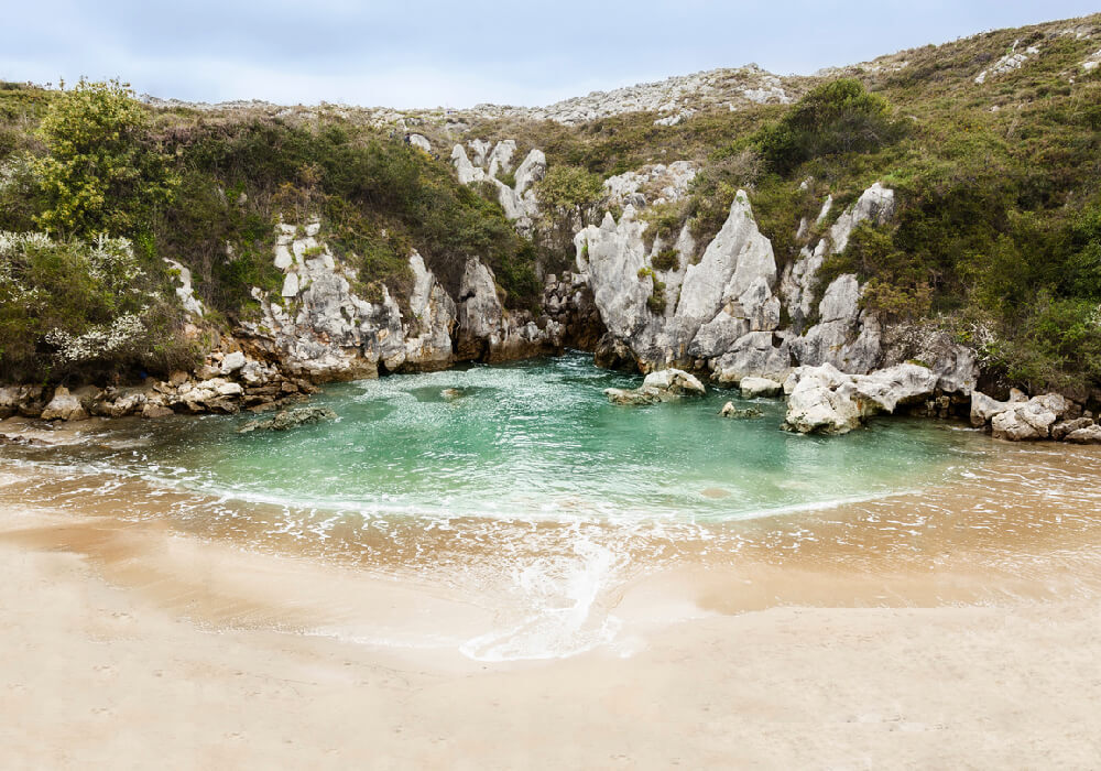 Esta playa es declarada como monumento natural.