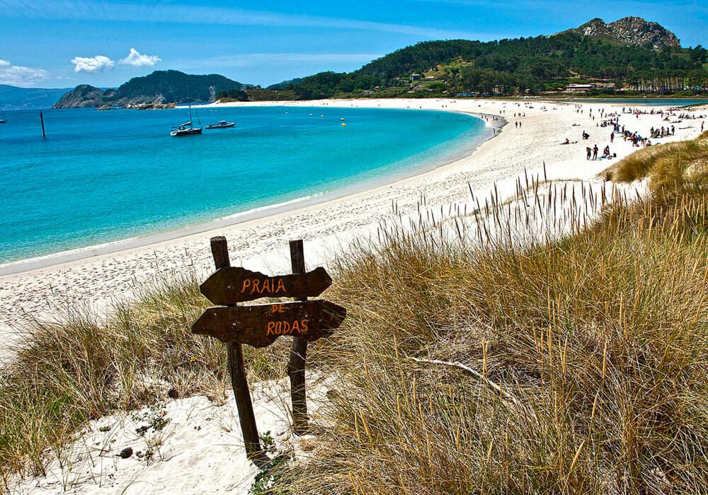Ésta es la playa de mayor extensión de Islas Cíes, es una playa en forma de media luna muy hermosa.