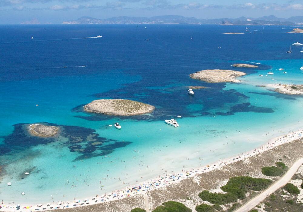 Ésta playa tiene una excelente ubicación y unos excelentes clubs.