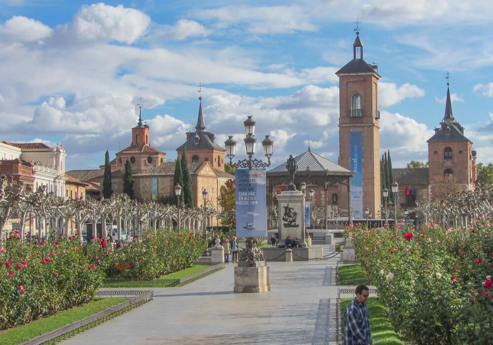 Esta ciudad esta conformada por diversos edificios del siglo XVI, es muy pintoresca.