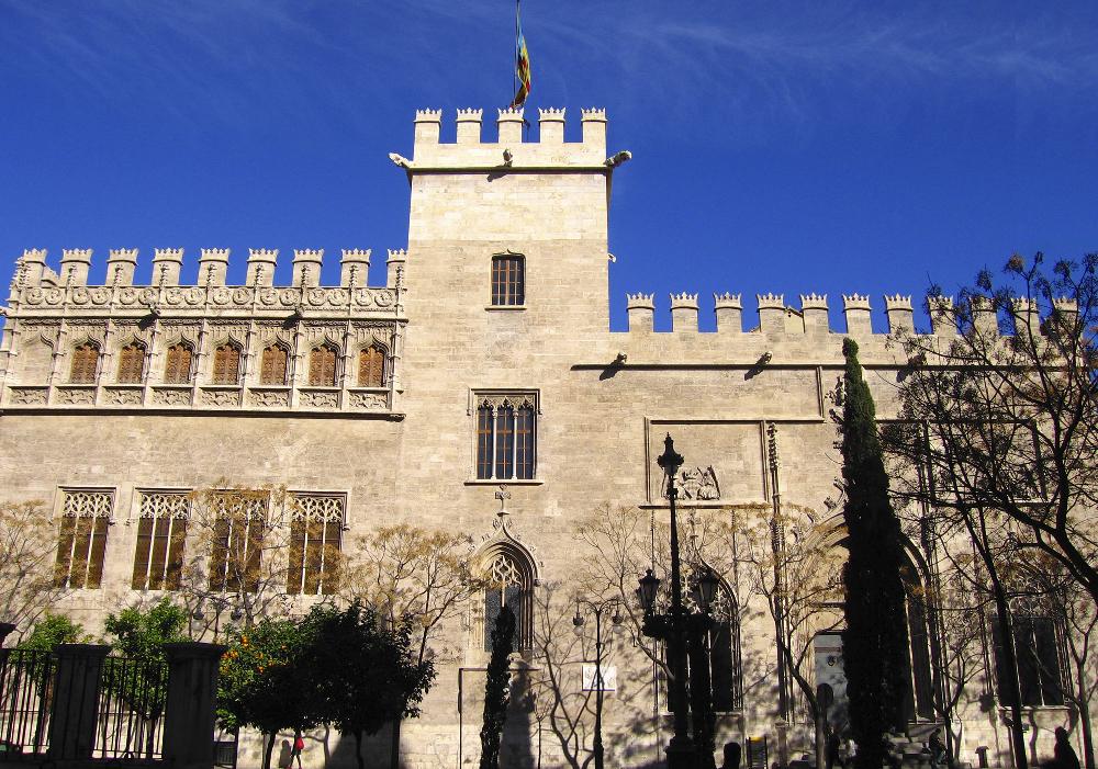 Es una obra del gótico civil valenciano, esta en el centro histórico de la ciudad de Valencia.