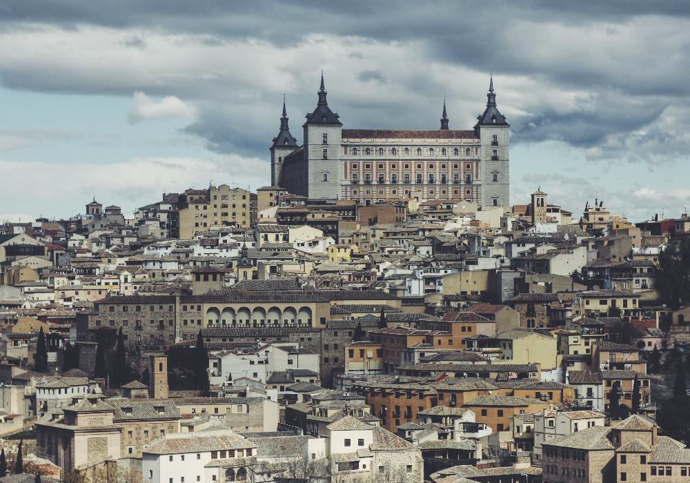 Ciudad ubicada en las llanuras de Castilla de la Mancha, posee diferentes monumentos medievales árabes y judíos.