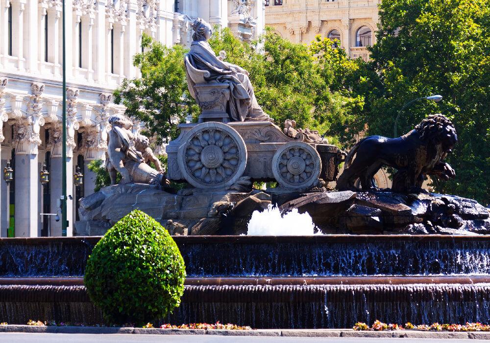 Esta fuente de estilo gótico es la sede del Ayuntamiento de Madrid.