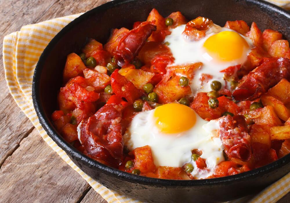 Un platillo exquisito y fácil de preparar, combinando verduras, con carne y huevo.