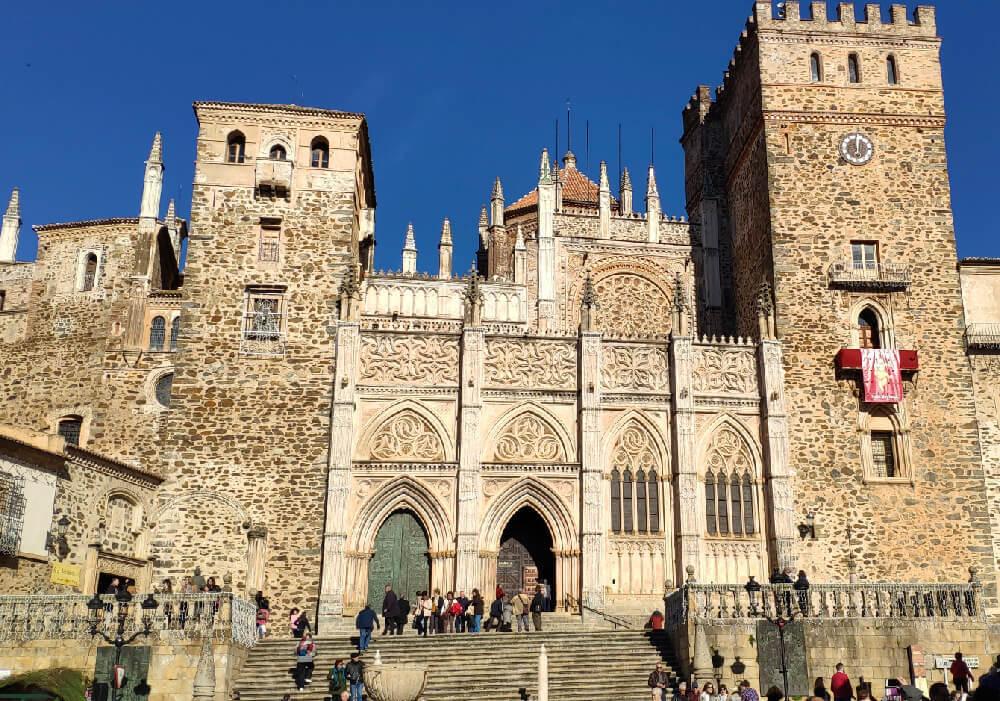 Algo importante que debes saber de este monasterio es que en 1993 fue declarado Patrimonio de la Humanidad por la UNESCO.