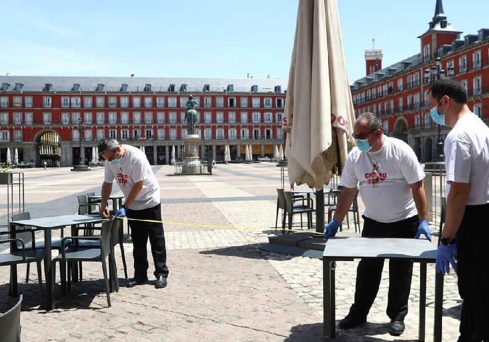 En la Plaza Mayor, distintos negocios ya están tomando sus medidas de seguridad.