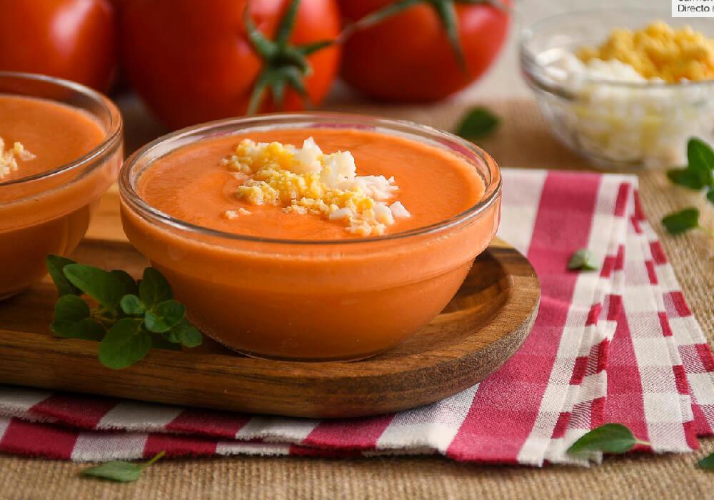 Crema habitualmente servida como primer plato, que contiene miga de pan, ajo, tomate, vinagre y aceite de oliva.