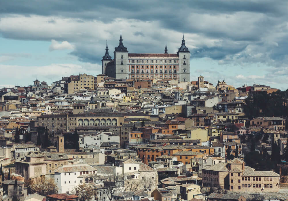 Esta ciudad se encuentra ubicada en una colina y es la capital de la región Castilla La Mancha.