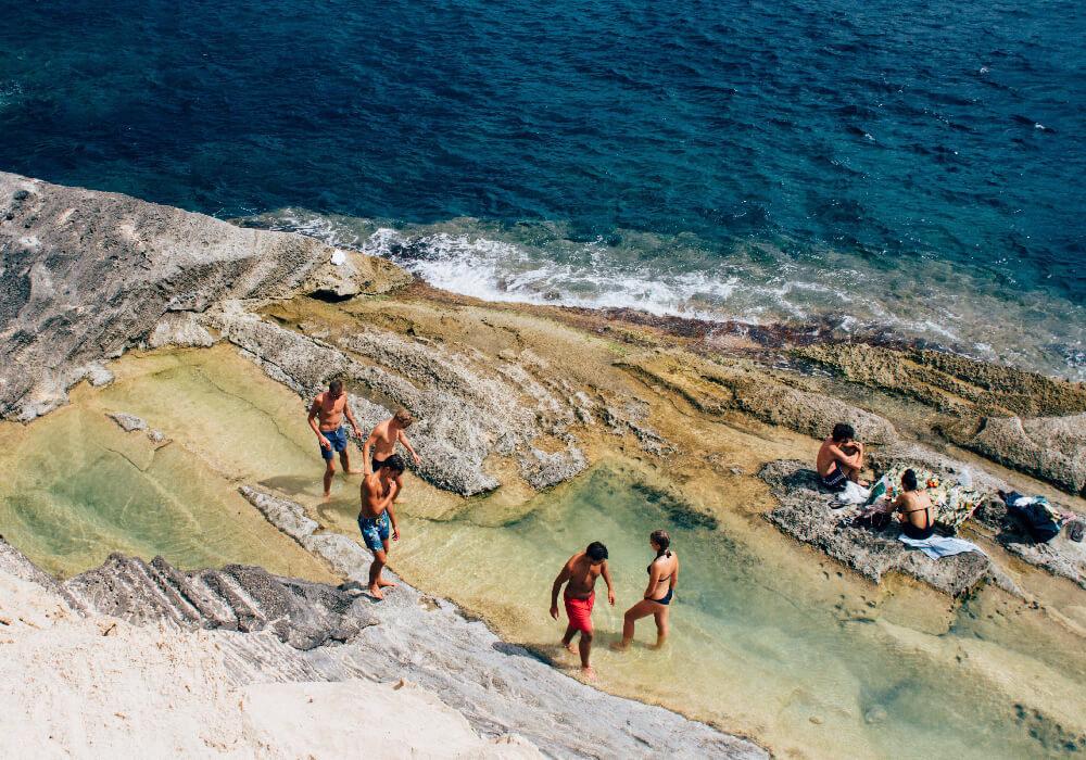 Vuelve a relajarte, divertirte y conocer nuestras playas más hermosas de España.