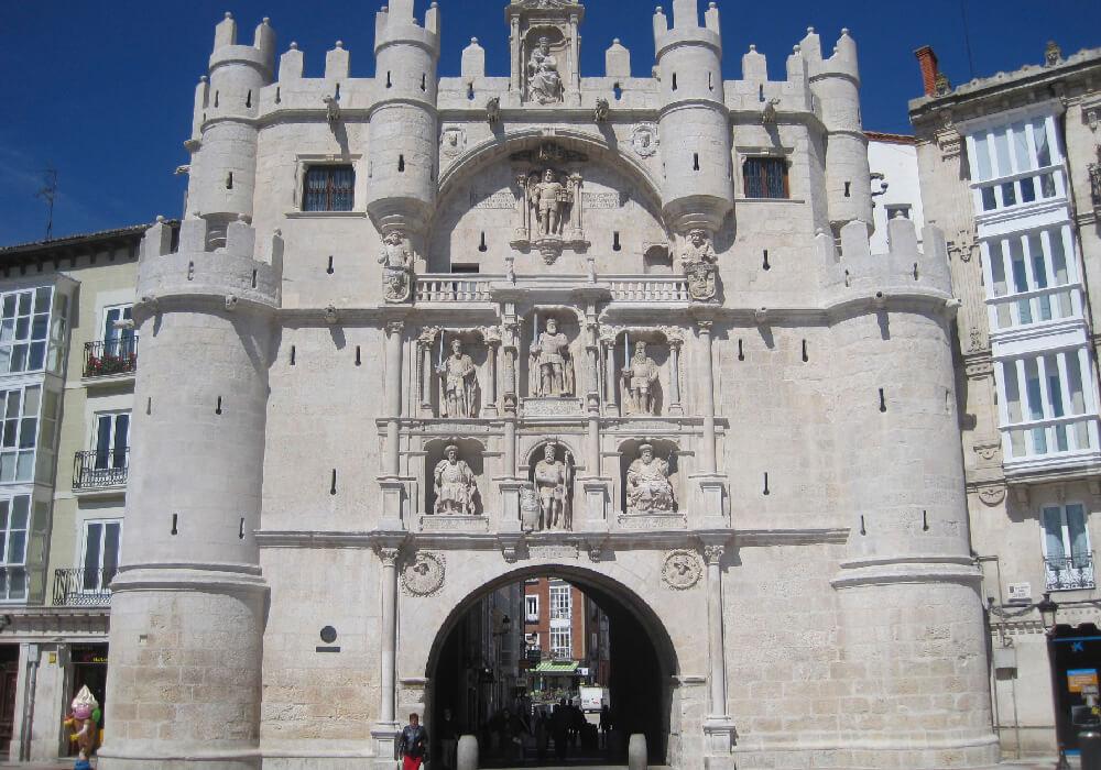 El Arco de Santa María es uno de los monumentos más emblemáticos de Burgos.