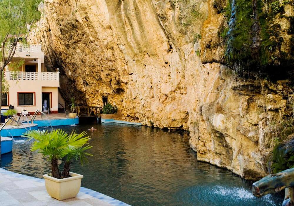 En tu visita por esta increíble ciudad no puede faltar una visita a este magnífico balneario para relajarte en sus deliciosas aguas.