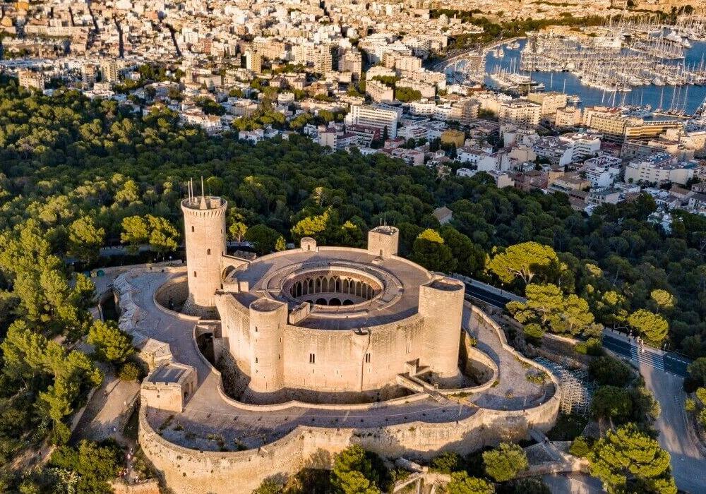 Castillo de estilo Gótico para tu escapada en Mallorca.