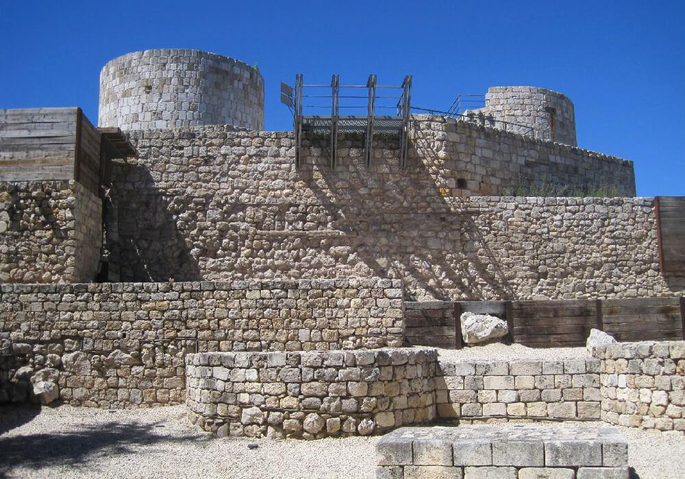 Recuerda que la entrada al Castillo de burgos está disponible los fines de semana.