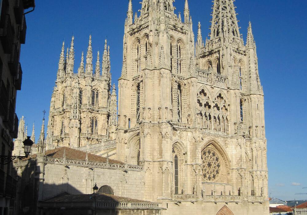 Ésta catedral es la primera del país con estilo Gótico.